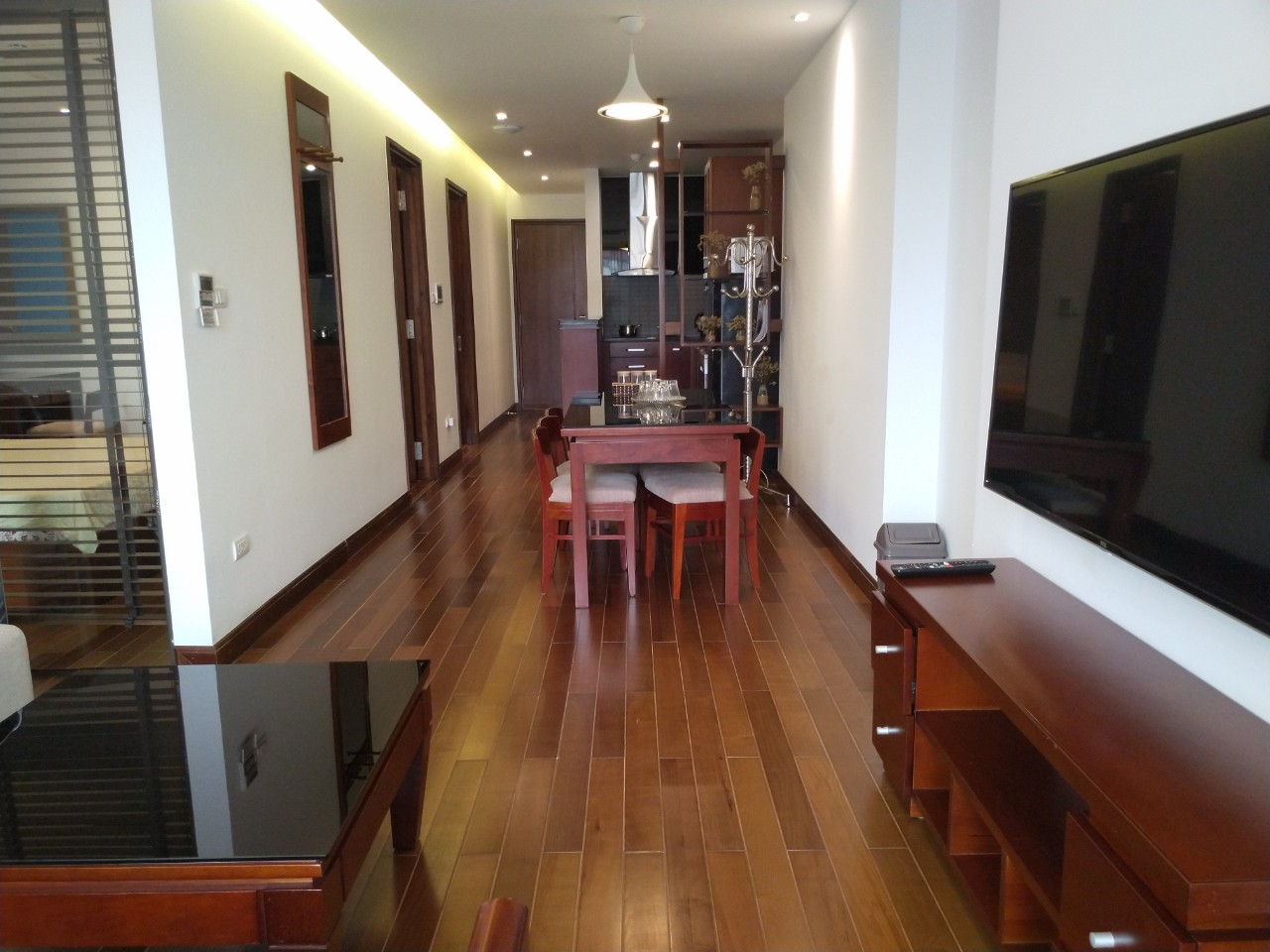 Bright and City view 2 bedroom apartment for rent in Watermark, Xuan Dieu street,Tay Ho district 2