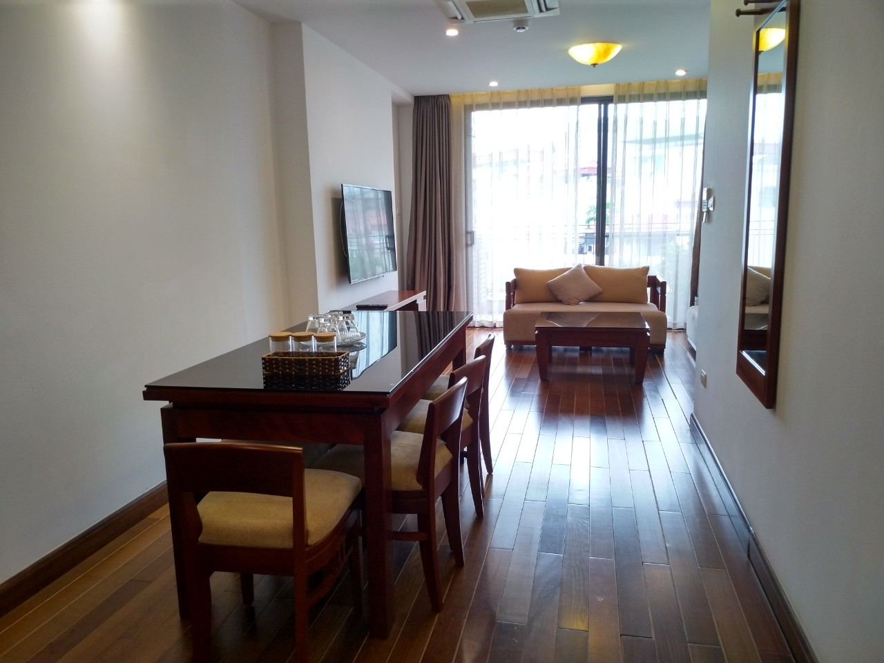 Bright and City view 2 bedroom apartment for rent in Watermark, Xuan Dieu street,Tay Ho district 3